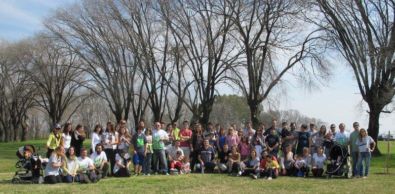 Plantación por el Día del Árbol con los propietarios